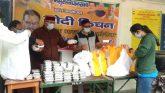 विधायक गणेश जोशी ने मंगलवार को 4750 पैकेट भोजन का वितरण किया